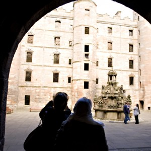 S5 Linlithgow Palace courtyard