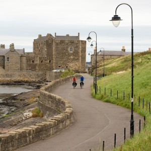 S6 Blackness Castle cyclists2